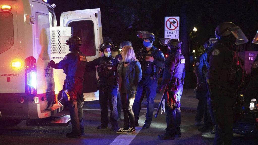 ΗΠΑ: Συγκρούσεις της αστυνομίας με διαδηλωτές στο Πόρτλαντ - Πάνω από 12 συλλήψεις