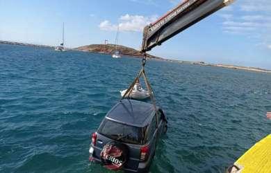 Αυτοκίνητο έπεσε στο λιμάνι της Νάξου