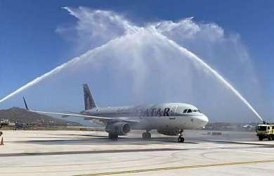 Μύκονος: Με εντυπωσιακή αψίδα νερού η υποδοχή της πρώτης πτήσης από το Κατάρ [vid-pics]