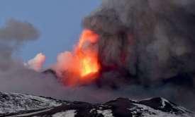 Έκρηξη στο ηφαίστειο την Αίτνας [pics-vid]